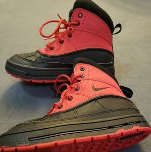 7af0034c08cb32 Red Nike Woodside 2 High Snow Boots